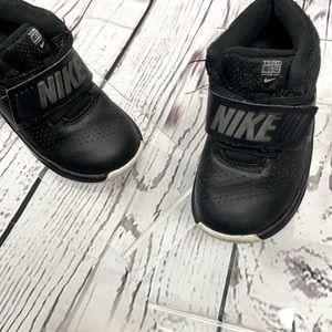 NIKE Team Hustle D8 Velcro Sneakers